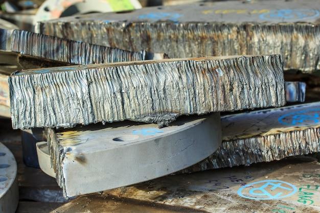 Taglio dell'acciaio nell'industria del riscaldamento.