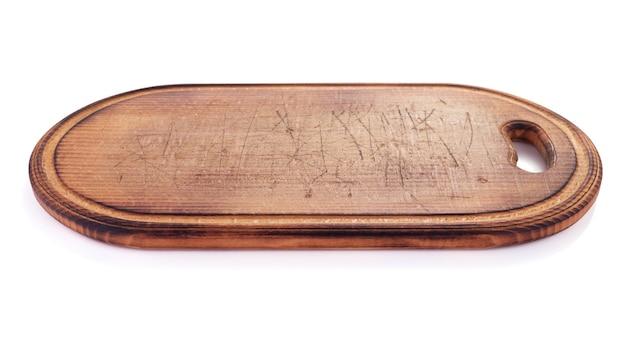 Tagliere di legno o vassoio isolato su sfondo bianco