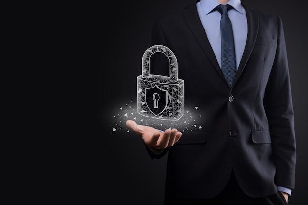 Rete di sicurezza informatica. icona del lucchetto e rete di tecnologia internet. uomo d'affari che protegge le informazioni personali dei dati su tablet e interfaccia virtuale. concetto di privacy di protezione dei dati. gdpr. unione europea. Foto Premium