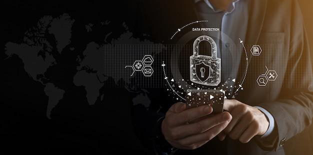 Rete di sicurezza informatica. icona del lucchetto e rete di tecnologia internet. uomo d'affari che protegge le informazioni personali dei dati su tablet e interfaccia virtuale. concetto di privacy di protezione dei dati. gdpr.