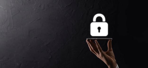 Rete di sicurezza informatica. icona del lucchetto e rete di tecnologia internet. uomo d'affari che protegge le informazioni personali dei dati sull'interfaccia virtuale. concetto di privacy di protezione dei dati. rgpd. unione europea.