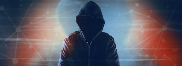 Sicurezza informatica, hacker informatico con felpa con cappuccio
