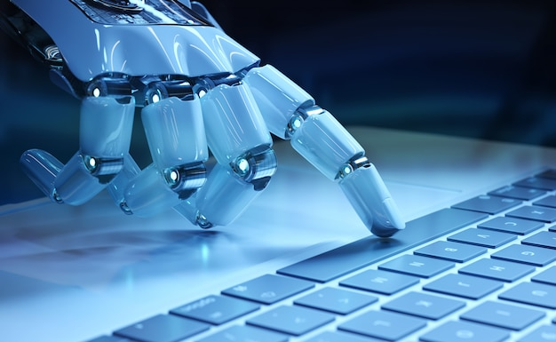 Stampaggio a mano del cyborg una tastiera su un computer portatile