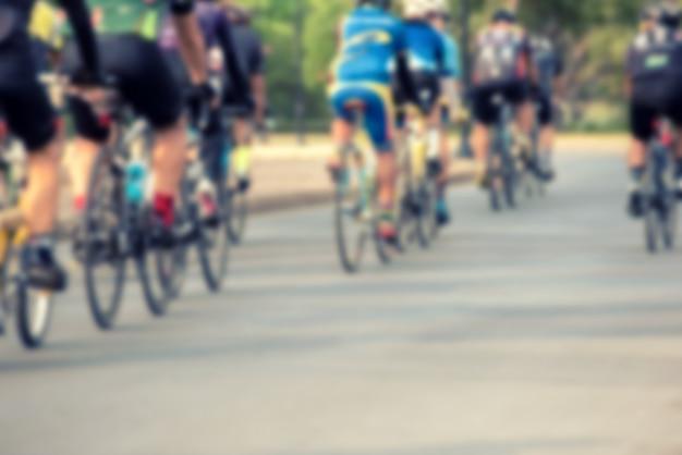Competizione ciclistica, atleti ciclisti in gara ad alta velocità