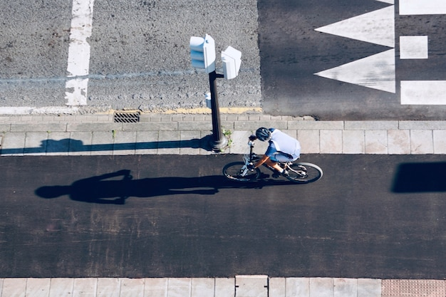 Ciclista per strada