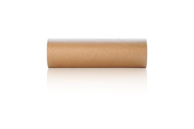 Scatola di carta cilindrica per mettere le palline da tennis o le palle di battaglia isolate su fondo bianco.