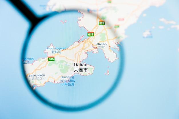 Dalian, concetto illustrativo di visualizzazione della città della cina sullo schermo tramite la lente d'ingrandimento