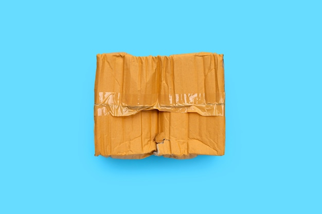 Scatola di cartone danneggiata