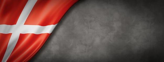 Bandiera danese sul muro di cemento
