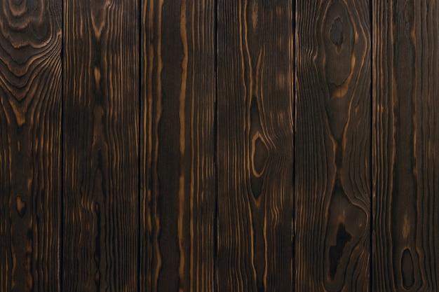 Tavole di legno marrone scuro, texture. contesto rustico. modello di pavimento in carpenteria naturale con nodi