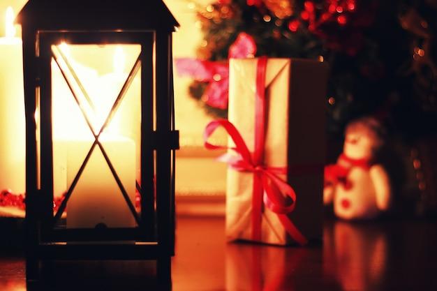 Vacanza con lanterna a candela scura