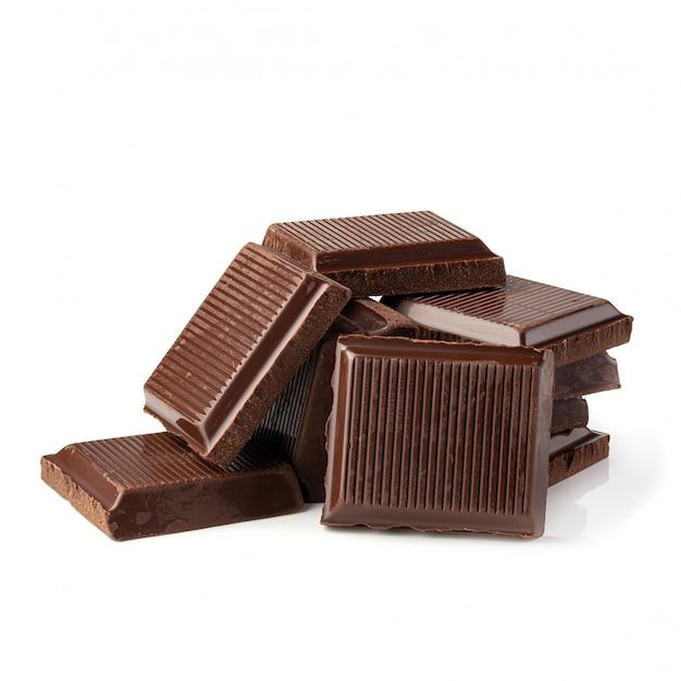Barra di cioccolato fondente isolata su una priorità bassa bianca