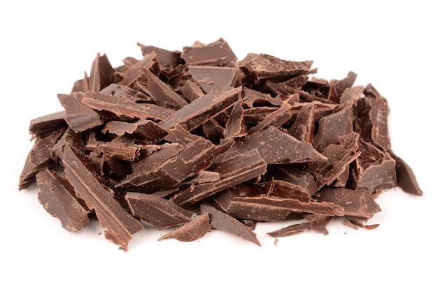 Cioccolato fondente isolato su bianco
