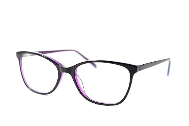 Eleganti occhiali con montatura in plastica rosa scuro
