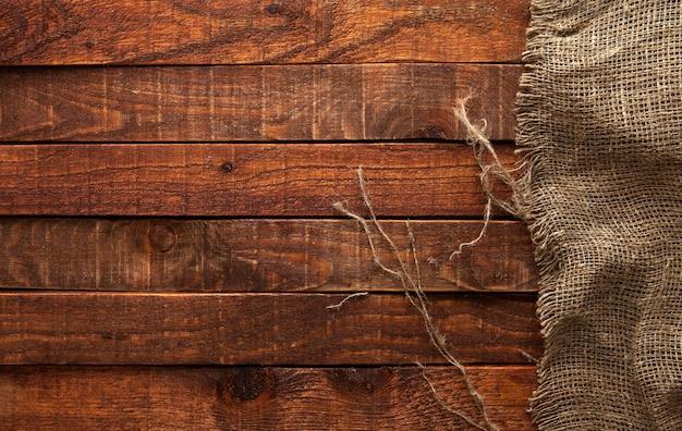 Legno scuro con vecchia trama di tela, vista dall'alto