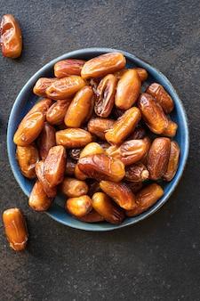 Data di frutta dolce frutta secca gustoso spuntino dieta vista dall'alto