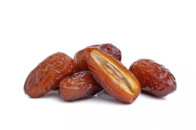 Date frutto di palma isolato
