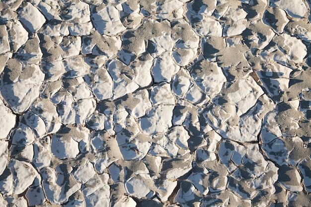 Valle della morte, california. particolare del residuo di sale nel deserto.