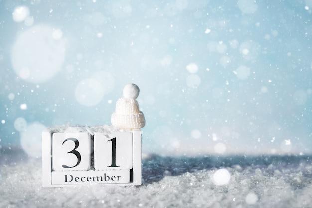 31 dicembre calendario e neve. capodanno, vacanze. copia spazio