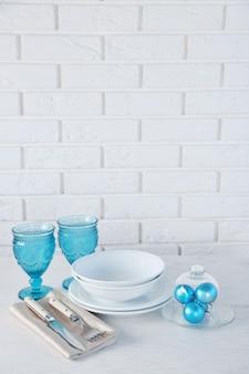 Decorazione della tavola di natale decorata. concetto di menu di natale