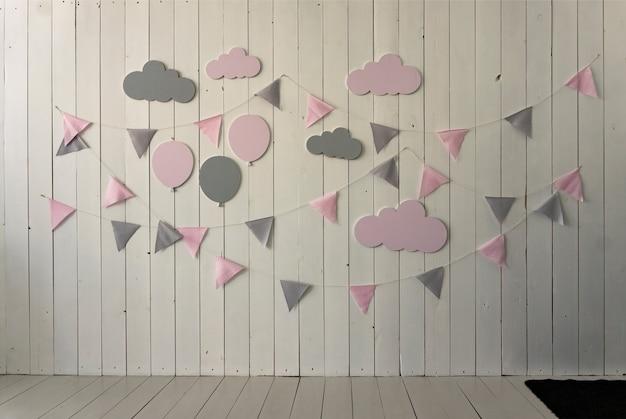 Decorazione e design di una stanza per bambini in colori pastello, appartamento moderno