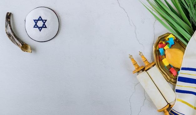 Decorazioni per sukkot su cedro fresco, etrog la festa ebraica