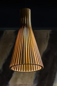 Lampadario decorativo in metallo color oro