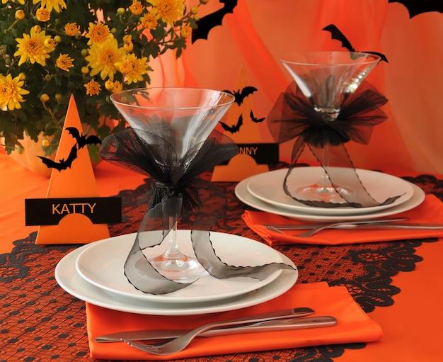 Tavolo decorativo per festeggiare servito nello stile di halloween