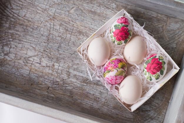 Decoupage su uova in stile floreale