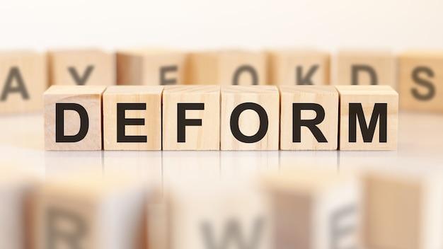 Deformare la parola realizzata con elementi costitutivi, concetto