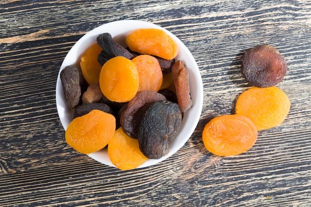 Albicocche mature essiccate disidratate, la dolcezza tradizionale dell'oriente, frutta secca cibo sano