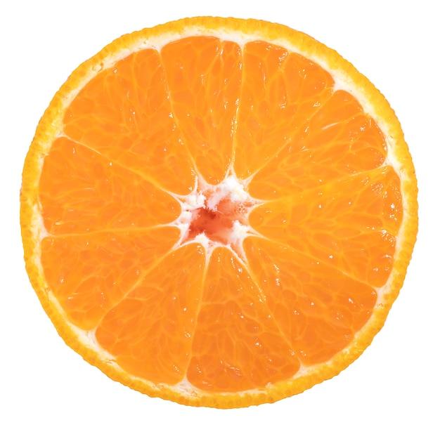 Fette di mandarino dekopon arancia o sumo mandarino isolato su priorità bassa bianca con il percorso di residuo della potatura meccanica.