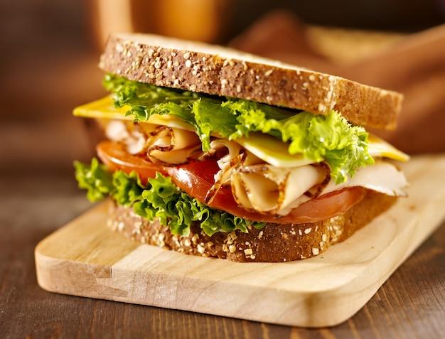 Deli sandwich di carne con tacchino