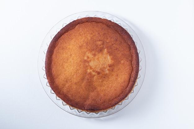 Deliziosa torta di manioca sul piatto