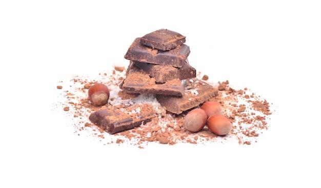 Delizioso cioccolato su sfondo bianco