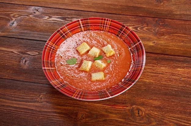 Deliziosa zuppa fredda di gazpacho.alla fattoria