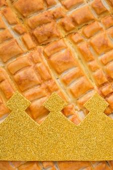 Primo piano estremo del dessert della torta di epifania deliziosa