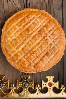Deliziosa torta epifania dessert piatto lay