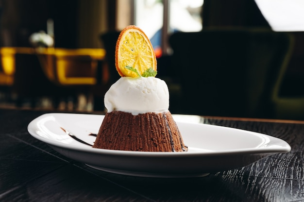 Buonissimo fondente con cioccolata calda e gelato