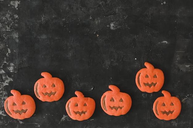 Vista dall'alto dei deliziosi biscotti di panpepato di halloween