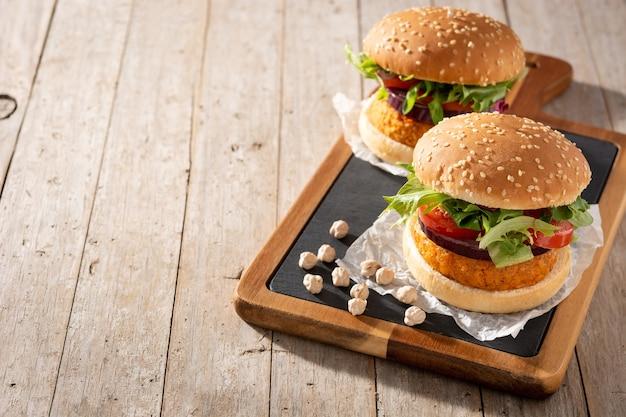 Hamburger sano delizioso di ceci. dieta alternativa. concetto di cibo veganismo.