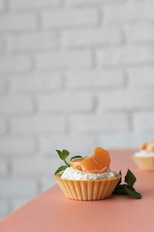 Disposizione di deliziosi dolci sani
