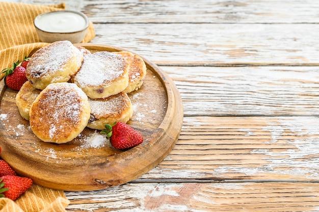 Deliziosi mini pancake con fragole