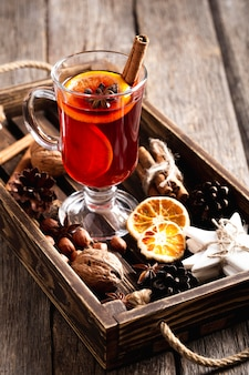 Delizioso concetto di bevanda vin brulè Foto Premium