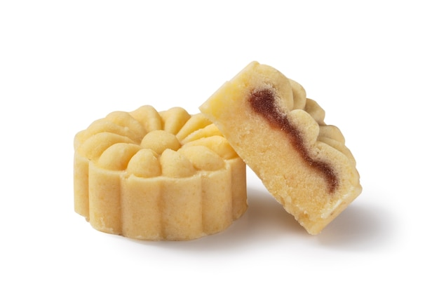 Deliziosa torta di luna di fagiolo mungo torta mooncake per cibo di mid-autumn festival isolato su sfondo bianco da tavola. Foto Premium