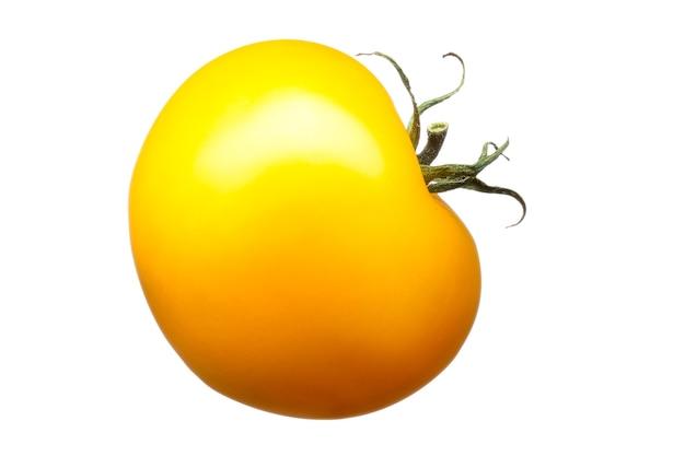 Delizioso singolo pomodoro giallo isolato su sfondo bianco con tracciato di ritaglio