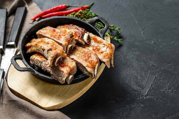 Deliziose costolette alla griglia marinate piccanti bbq