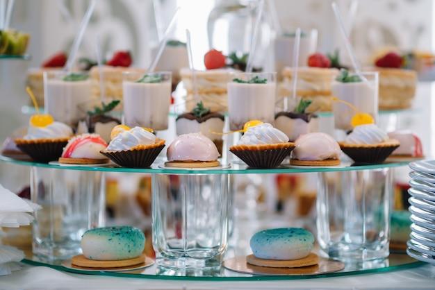 Deliziosi dolci sul buffet di caramelle