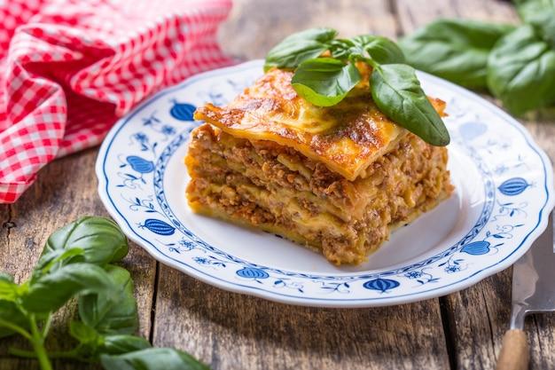 Deliziose lasagne tradizionali a base di carne macinata