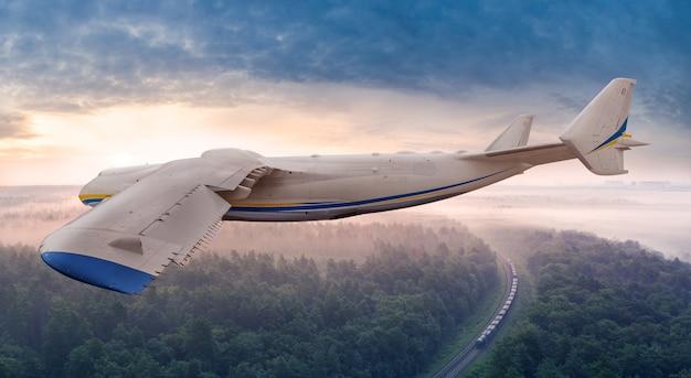 Consegna aereo treno cielo foresta trasporto merci